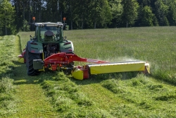 PÖTTINGER with the biggest rear-mounted mower with conditioner on the market