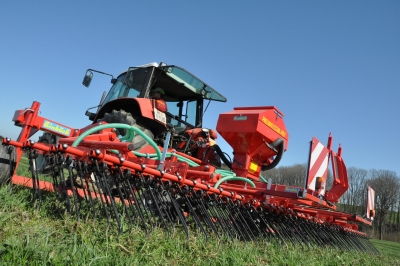 MACHINES FOR RESEEDING AND UNDERSEEDING